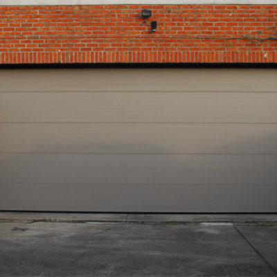 Sectionaalpoort in staalplaat met microline panelen